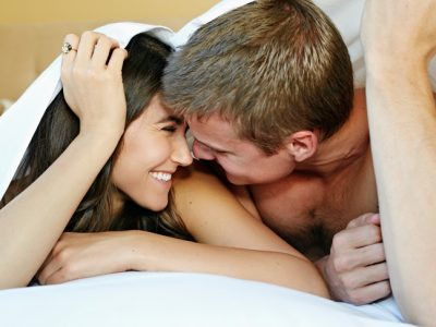 young-couple-in-bed