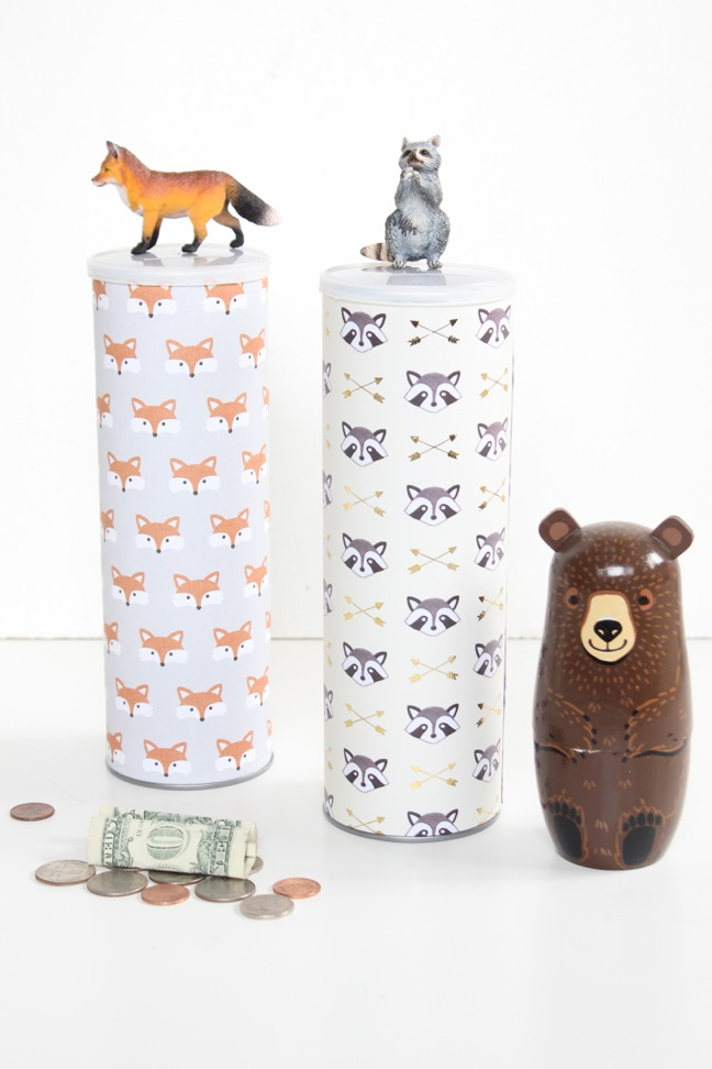 diy-piggy-bank-with-raccoon-and-fox-paper