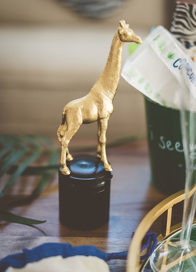 diy-giraffe-statue-oscar-worthy-statue-for-kids-jungle-party