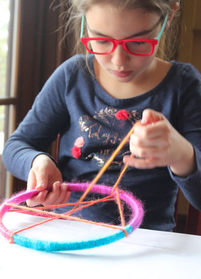 embroidery-hoop-yarn-girl-with-glasses