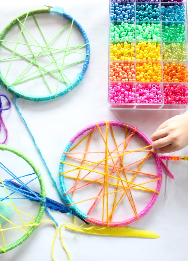 pink-yellow-blue-green-colorful-dream-catchers-childrens-craft-table-beads-feathers