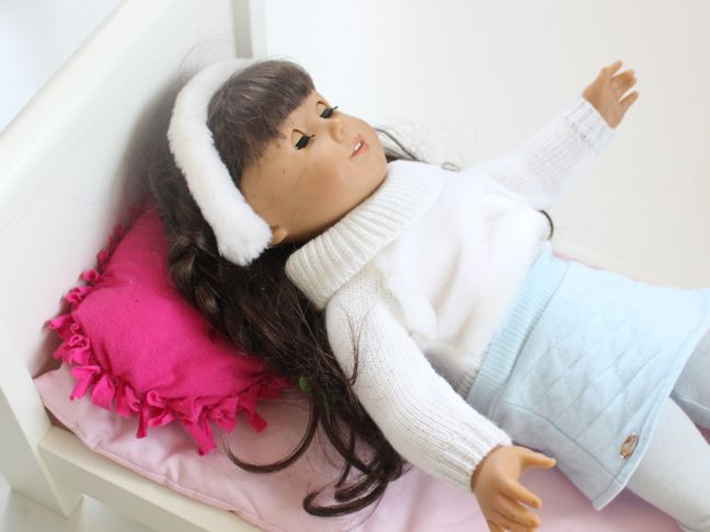 samantha-american-girl-doll-with-a-pink-diy-pillow