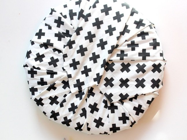 black-and-white-modern-cross-fabric-chair-pad