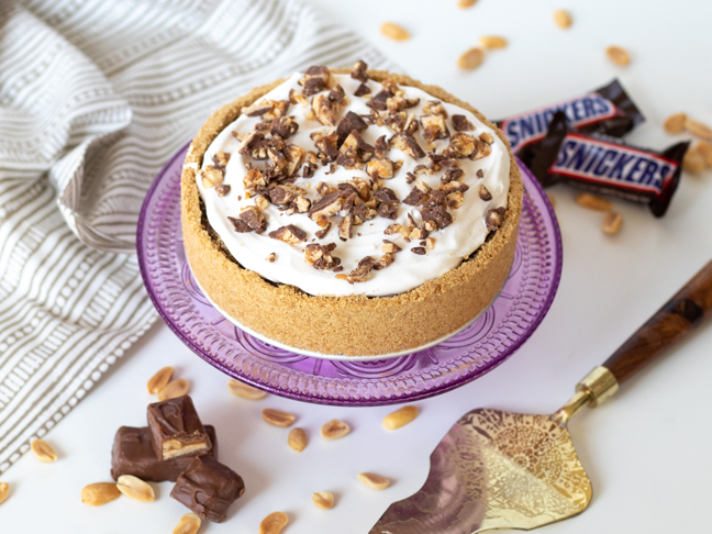 This Easy No- Snickers Pie is Perfect for Summer Parties