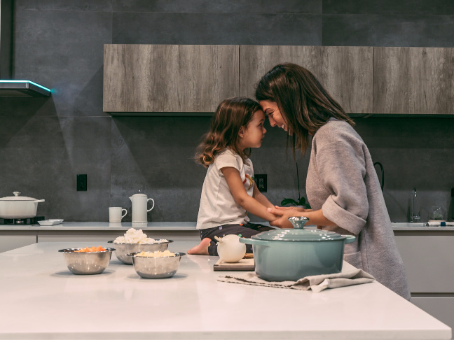9 Things I Love About Being Tall and 9 Things My Daughter Loves About Being Short by @letmestart for @itsMomtastic   #TallGirl #loveyourself #mothersanddaughters #selfesteem