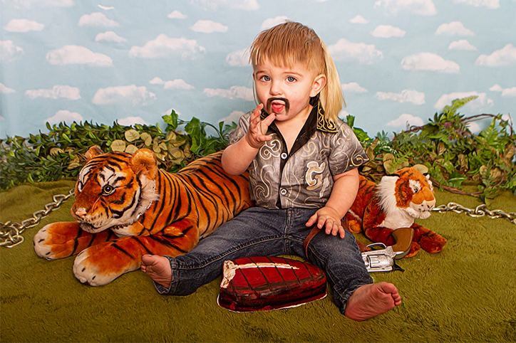 This Mom Did a 'Tiger King' Themed Photo Shoot And OMG Did We Need This