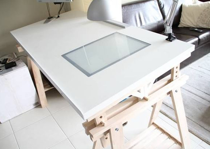 Adjustable Drawing Table