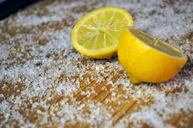 Clean Your Cutting Boards With Lemon and Salt