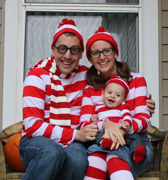 incredible family halloween costumes 7 wheres waldo - Halloween Costumes For 7
