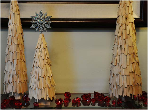 Holiday decor you can easily make yourself momtastic for Christmas projects with popsicle sticks